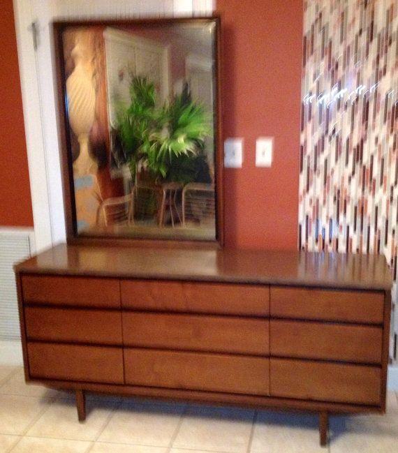 Mid Century Modern Distinctive Furniture By Stanley 9 Drawer Dresse