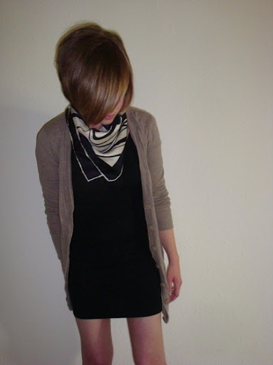 Such a cute well put together outfit what i want in my closet p