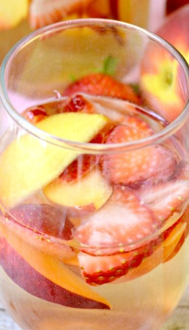 Strawberry Peach Sangria | drink | Pinterest