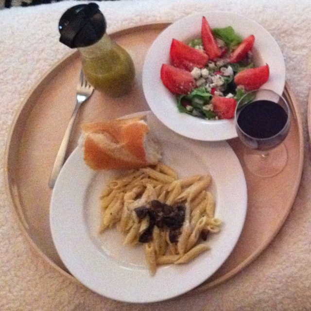 ... Alfredo Penne, Salad, French Bread and some yummy vino. @jhendley0425