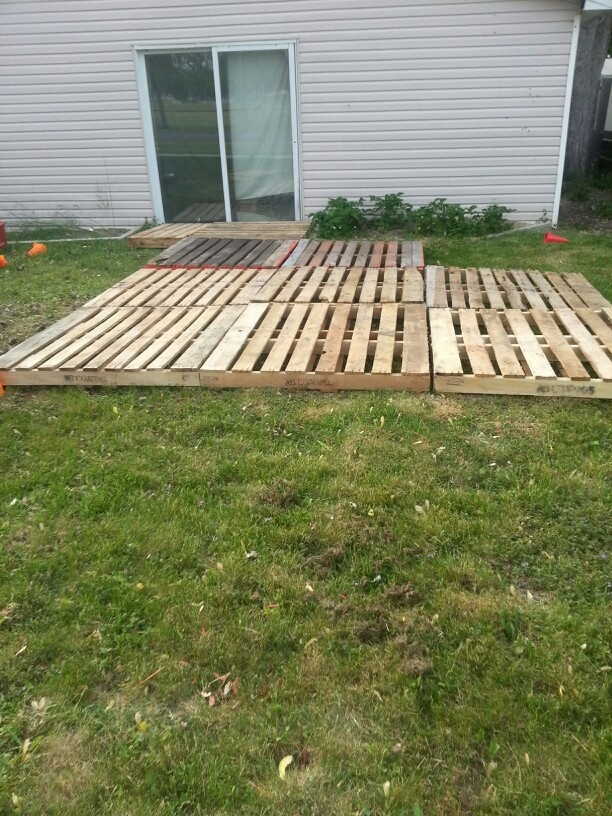 pallet deck patio temporary back deck ideas pinterest
