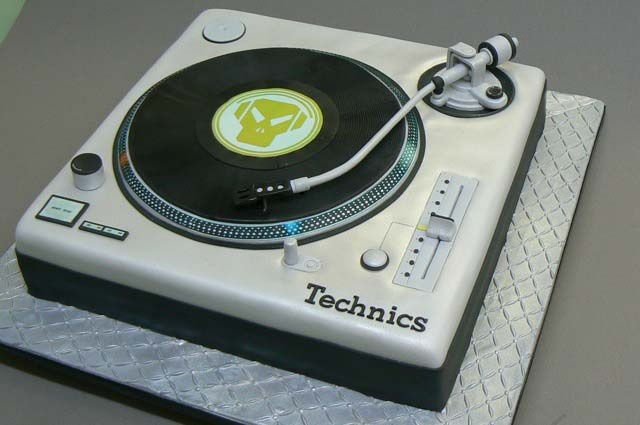 Record Player Cake  Food & Music  Pinterest