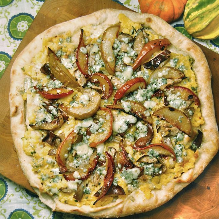 "Pear Pizza | ""The belly rules the mind""-Spanish Proverb 