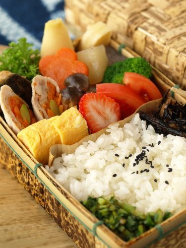 Traditional japanese bento box by for Ancient japanese cuisine