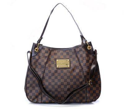 Batchwholesale.com 2013 latest Prada handbags online outlet