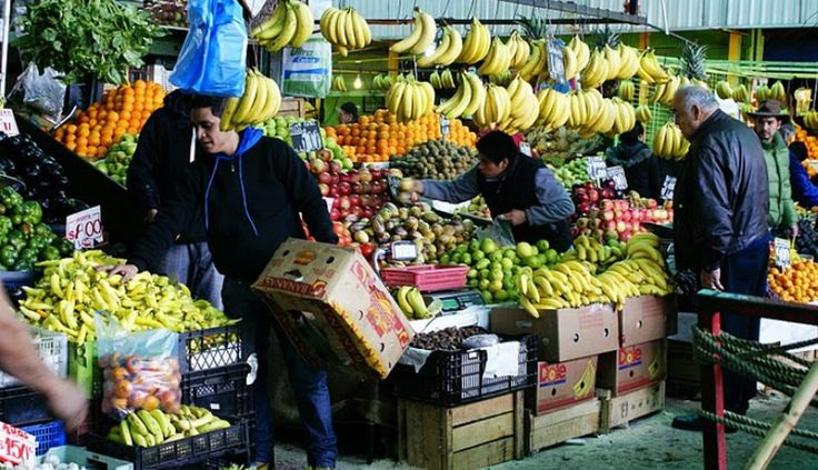 4. En cuarto lugar, The Daily Meal eligió al mercado La Vega Central, ubicado en el centro de Santiago de Chile. Frutas, verduras, carne, pescado y también comidas preparadas y jugos frescos se venden en este lugar, cuya dinámica es bastante parecida a la de los mercados peruanos.