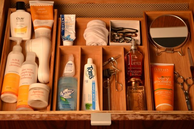 How to organize toiletries organizing pinterest for Bathroom tray for toiletries