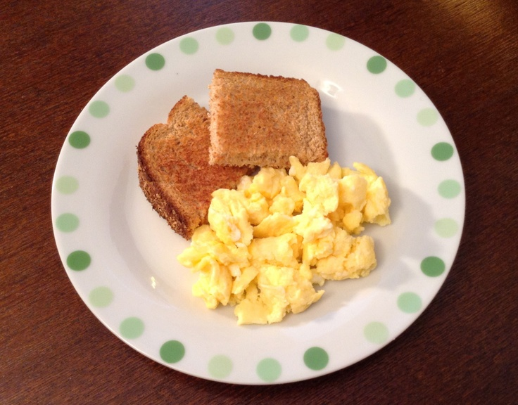 Toast with scrambled egg | Healthy Snack Ideas | Pinterest