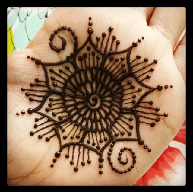 Simple Mehndi Mandala : Henna mehndi hand mandala pinterest