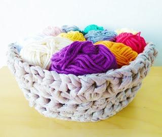 Crochet basket pattern, made out of t-shirt yarn