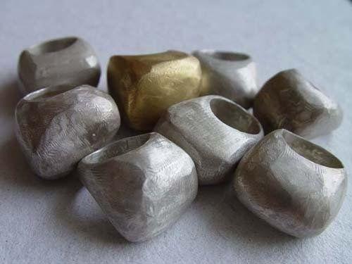 Rana Mikdashi -- Bombo rings
