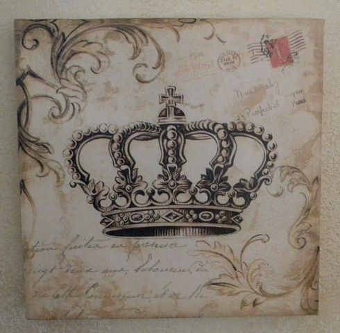 Crown decor coroas pinterest for Crown decorations home