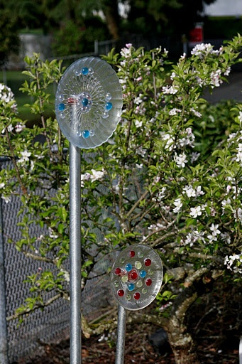 How to make a glass garden flower outdoor decor pinterest for Garden decorations to make