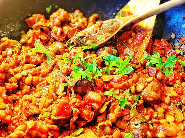Spicy Breakfast Lentils with Mushroom and Vegan Chorizo. http://www ...