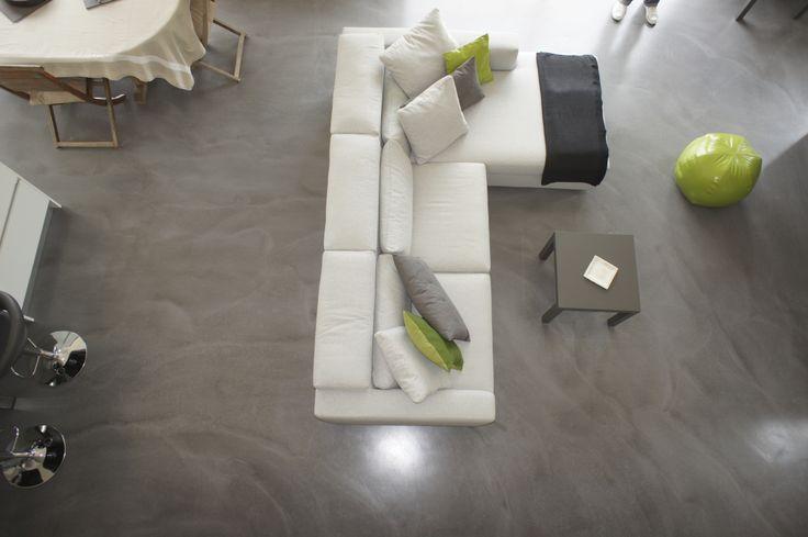 sol b ton en coul dans un salon b ton cir taloch et coul pin. Black Bedroom Furniture Sets. Home Design Ideas