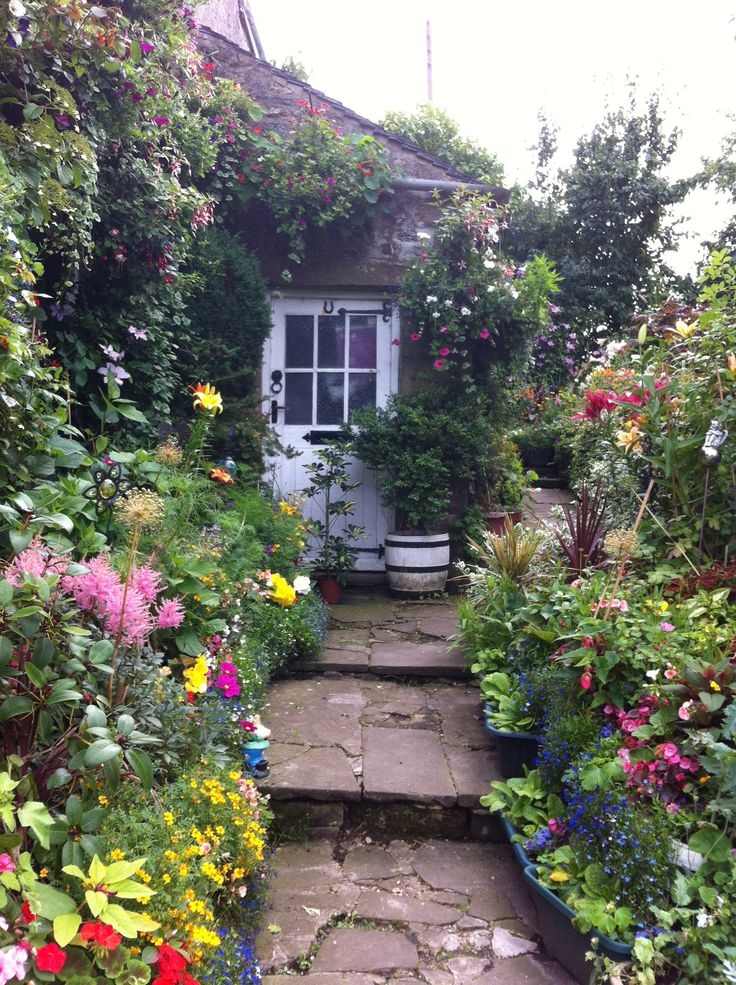 Country Cottage Garden Gardens Large And Not So Large