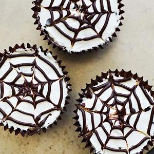 Family Circle's No-Bake Spiderweb Cheesecakes Recipe