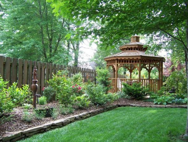 Garden Design Ideas For Acreage : Beautiful backyard gardens are grand
