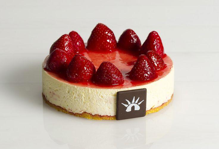Chantilly alla fragola: soft semifreddo of cream and strawberry sponge ...