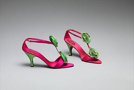 Вечерние туфли Дом Dior (французский, основанная 1947) Дизайнер: Роже Вивье (французский, 1913-1998) Дата: 1958 Культура: Французский Средний: шелк, кожа, стекло Размеры: Длина: 8 5/8 дюйма (21,9 см) Высота (крена): 3 3/4 дюйма (9,5 см)