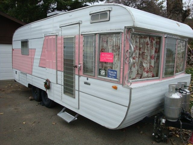 1959 TRAVELEZE Trailer - PINK! - Look at those windows!