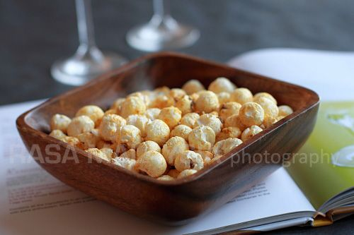 ... make this curry popcorn when you have friends over. #curry #snack