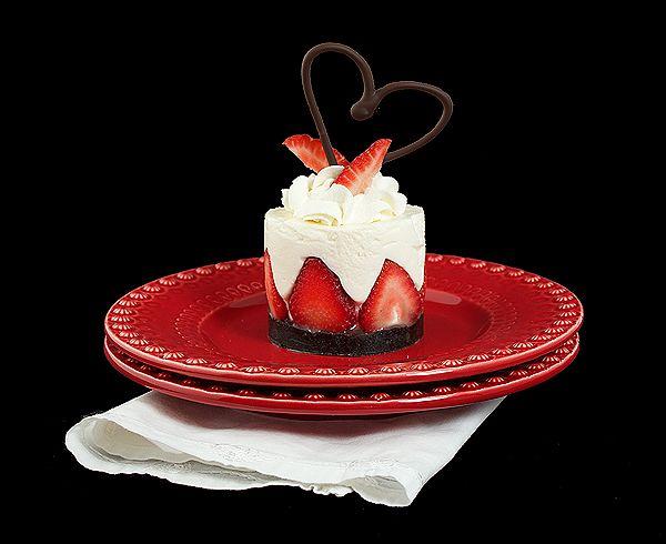 yogurt mousse cake with strawberries | Recipes | Pinterest