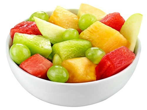 FRESH FRUIT  Fruits high in potassium like melons, bananas, and papayas are sweet, but wont cause bloating like candy can. Chill them in a cooler with ice for a refreshing taste! yummy-beach-snacks