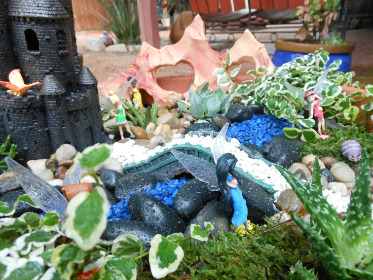 Miniature fairy gardens ideas and pictures for Miniature garden ideas