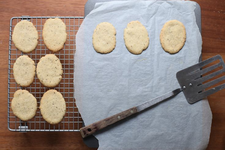 Poires au Chocolat: Whole Vanilla Bean Biscuits