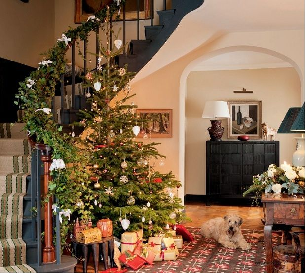 Pictures of beautiful homes decorated for christmas