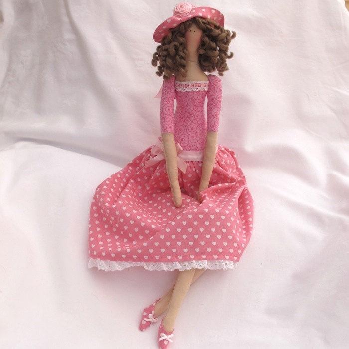 Тильда куклы - с розовыми шляпу.  ? 25,00, через Etsy.