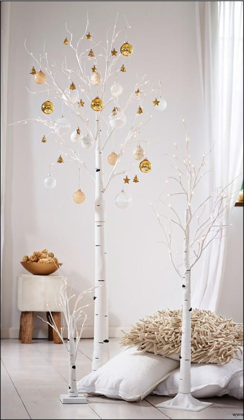 We are particularly loving the simplicity and natural feel if this lovely tree with gold trimmings. Great for tiny living spaces or could you imagine this in some lucky little kids room. You trendy baby, you!