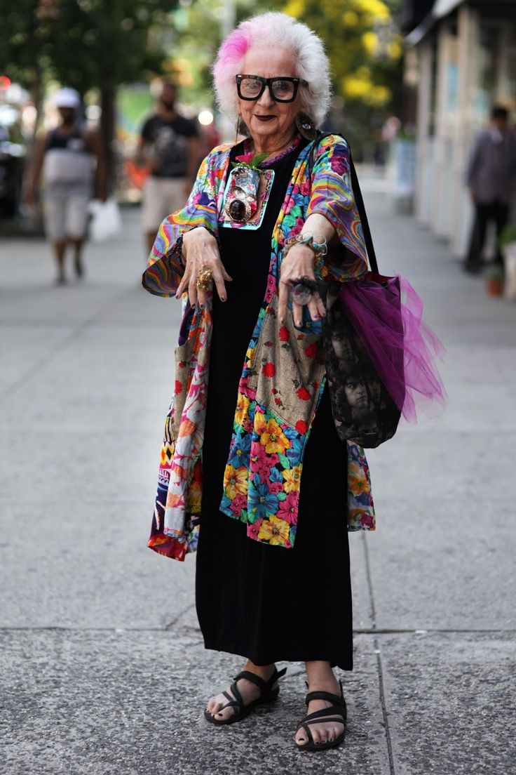 Old lady fashion show 26