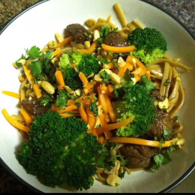 ... steamed broccoli, raw carrots, teriyaki steak #Noodles #Dinner #Pasta