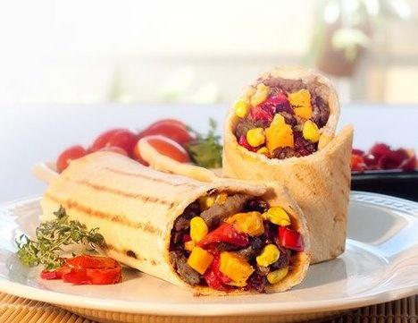 Roll de carne: 320 gr. de carne de novillo, morrones salteados, choclo y un gran corazon de queso cheddar de Cook N Roll.
