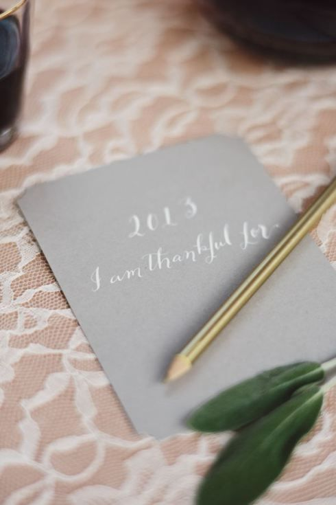 """I am thankful for..."" place setting with gold colored pencil via The Glitter Guide."