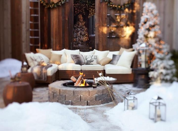Pottery Barn outdoor Christmas patio | Christmas Outdoors | Pinterest