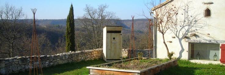 Toilettes seches dans un jardin projet le cabanon de for Cabanon de jardin