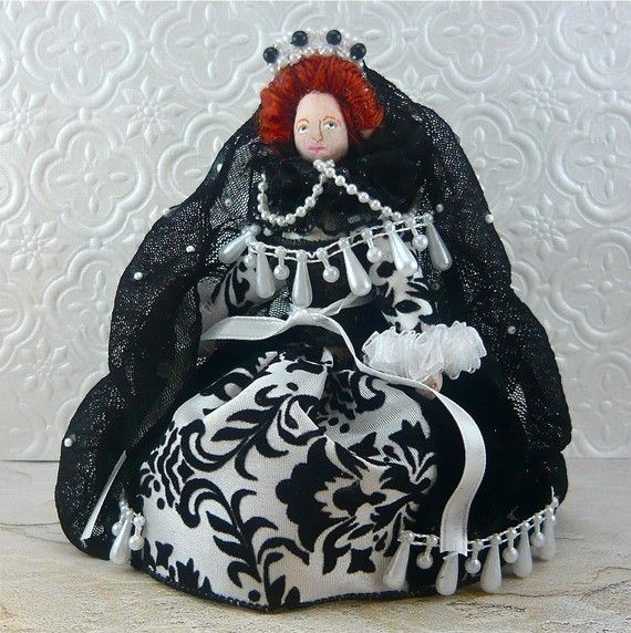 Queen Elizabeth I in Black and White Gown Doll by UneekDollDesignsQueen Elizabeth 1 Black And White