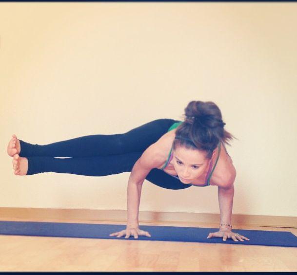 Side crow yoga - photo#2