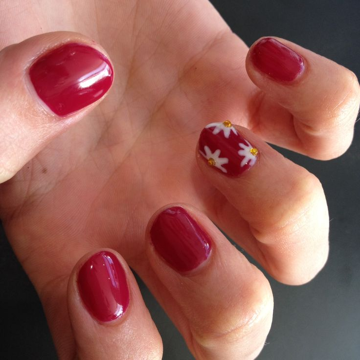 Shellac with nail art | Mirror mirror - nails | Pinterest
