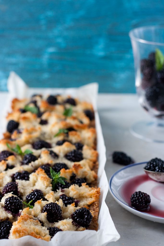 blackberry coconut macaroon tart