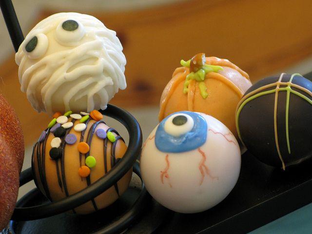 Halloween Cake Balls | Cakes / Cupcakes | Pinterest