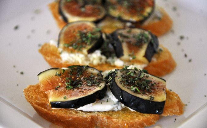 Crostini with Figs and Gorgonzola | Appetizer Recipes | Pinterest