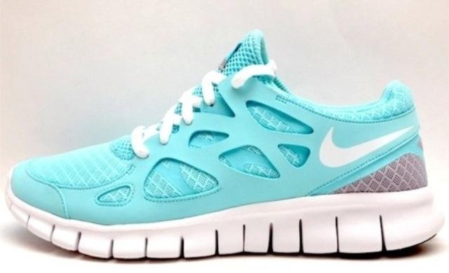 Tiffany blue Nike shoes! WANT WANT. WANTTTTT