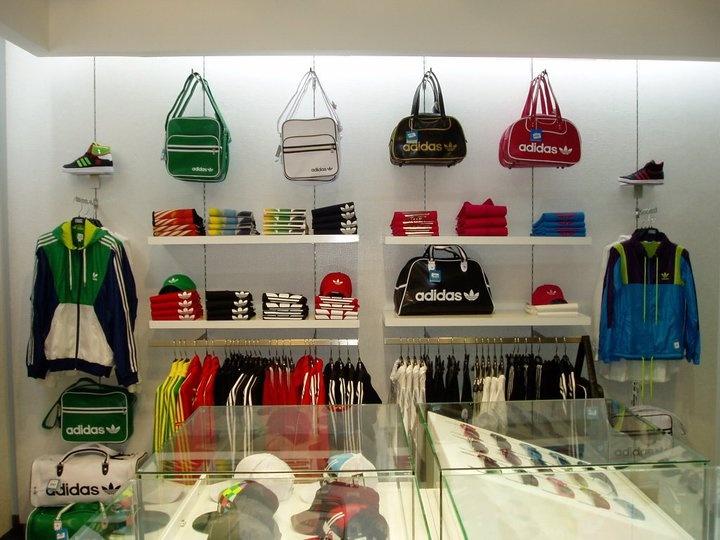 Decoracion tienda de ropa vintage for Decoracion deportiva