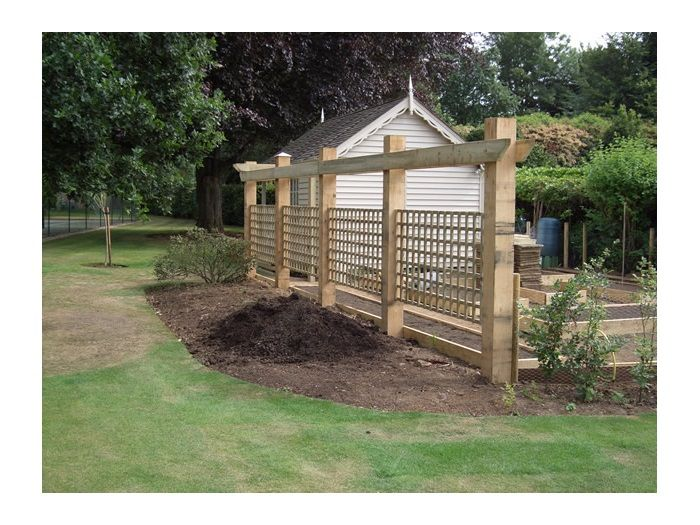 Cool fencing trellis for garden design 33 home decor for Cool fence ideas