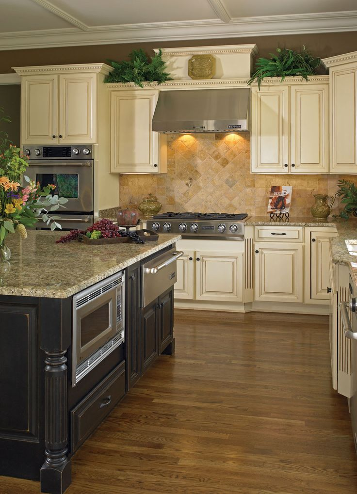 Madison Maple Vanilla Bean With Milan Island Kitchen Design And Cabinets By Wellborn Forest