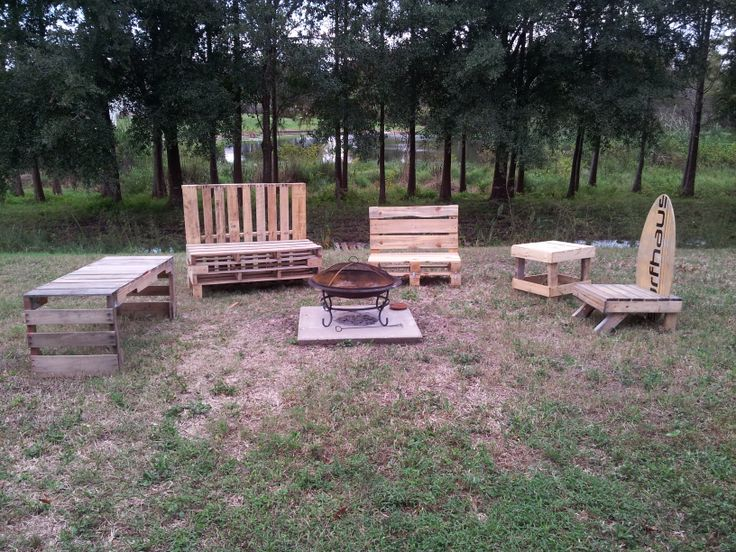 Fire pit set up pretty pallets pallet furniture for How to make a pallet fire pit table